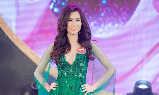 Đức Vincie kỳ công thiết kế váy cho Á quân Mrs Vietnam 2018 - Người mẫu Quý bà Việt Nam