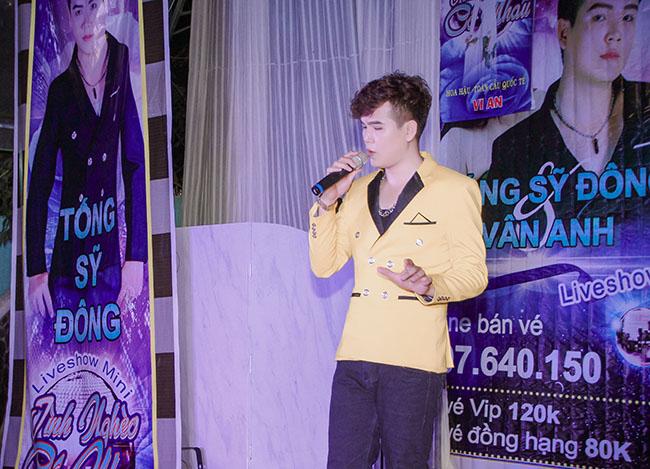 """Ca sỹ Tống Sỹ Đông mang """"Tình nghèo có nhau"""" đến với khán giả Đồng Nai"""