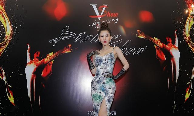 Hoa hậu Chi Nguyễn xinh đẹp như quý cô tới tham dự Dinner show