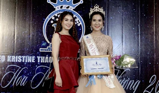 Kha Ly bất ngờ giới thiệu em gái Kha My vừa đăng quang Hoa hậu áo dài