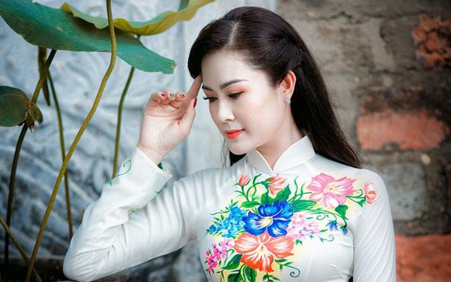 Hoa Khôi Trần Bảo Ngọc duyên dáng áo dài giữa trời thu Hà Nội