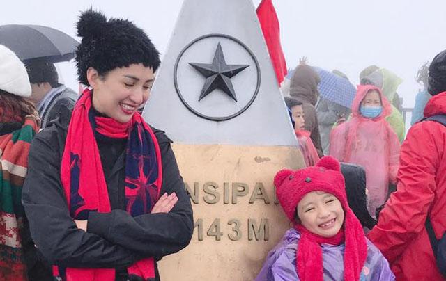 Con gái Ngọc Diễm chinh phục đỉnh Fansipan ở tuổi lên 8