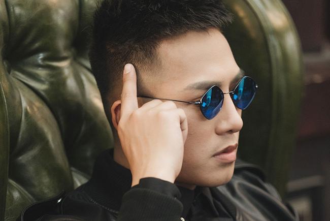 Âm thầm ra mắt, hit mới của Châu Khải Phong dẫn đầu bảng xếp hạng nhạc Việt