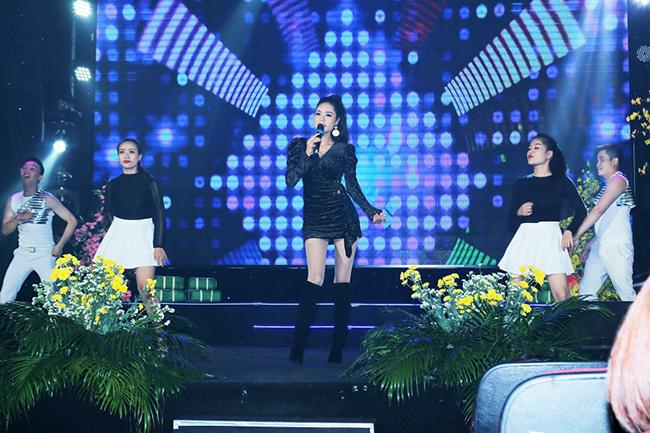 """Tuy là lần đầu """"chạm ngõ"""" ca hát nhưng Hoa hậu Dy Khả Hân đã gây bất ngờ cho khán giả"""