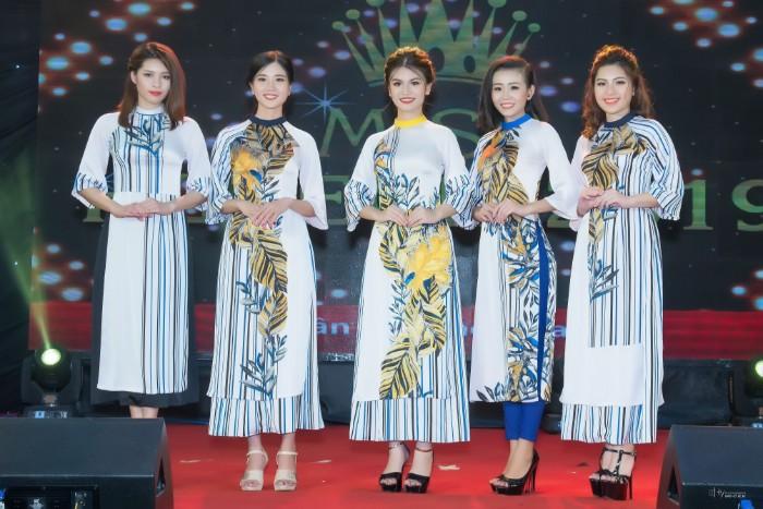 Top 20 Miss HUTECH 2019 khoe nhan sắc lộng lẫy trên sân khấu Thời trang