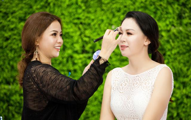 Bí kíp làm đẹp cho cô dâu từ chuyên gia trang điểm make up Kim Tuyến