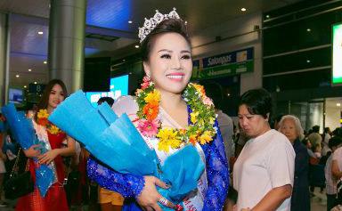 Vừa xuống sân bay Á hậu Đặng Ngọc Chúc hạnh phúc trước tình cảm của những người yêu mến