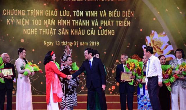 Nguyên Chủ tịch nước Trương Tấn Sang tham dự kỷ niệm 100 năm sân khấu cải lương