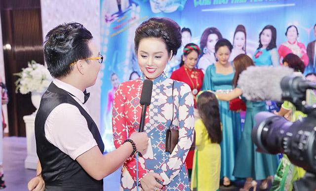 """Hoa hậu Amy Lê Anh ngồi """"ghế nóng"""" cuộc thi """"Giai Điệu Xanh"""""""