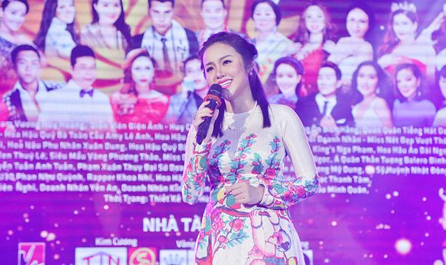 """Ngỡ ngàng trước giọng ca Hoa hậu Quý bà Amy Lê Anh trong đêm nhạc """"Xuân Yêu Thương 2019"""""""
