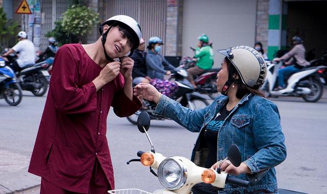 Chán làm giang hồ, Quách Ngọc Tuyên hóa thằng khờ trong phim Tết