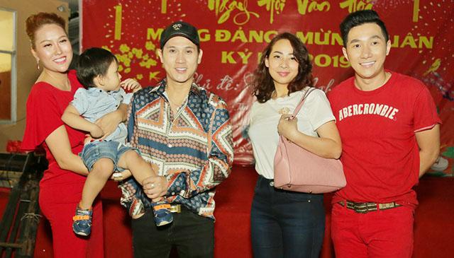 Phi Thanh Vân, Nguyên Vũ cùng đông đảo các nghệ sĩ chung tay mang Tết đến với bà con