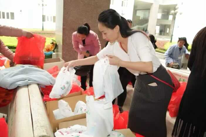 Valentines Vân Nguyễn cùng dàn mẫu nhí đến bệnh viện thăm những cảnh đời bị bệnh nan y.