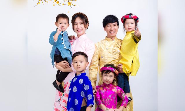 """Gia đình Lý Hải đón năm mới cùng dàn diễn viên """"Lật Mặt 4"""""""