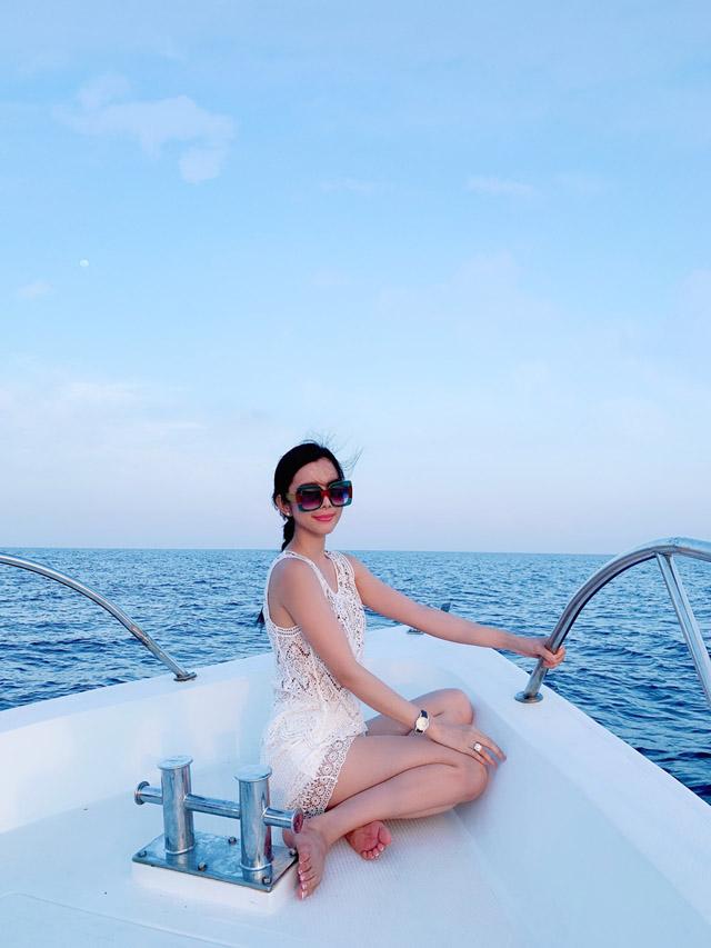 Hoa hậu Huỳnh Vy khoe 3 vòng nóng bỏng tại đảo quốc xinh đẹp Maldives 7