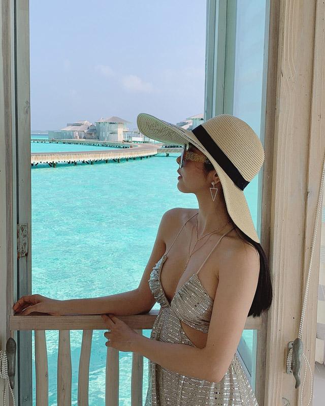 Hoa hậu Huỳnh Vy khoe 3 vòng nóng bỏng tại đảo quốc xinh đẹp Maldives 9