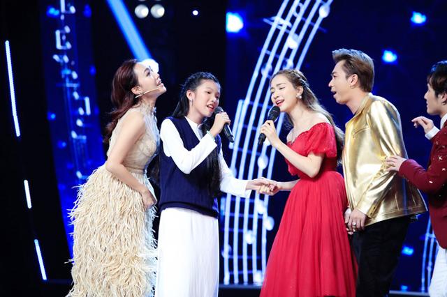 """Hòa Minzy """"khẩu chiến"""" với Hồ Việt Trung để giành thí sinh trên sóng truyền hình"""