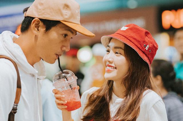 Vợ trẻ ra sân bay tiễn Quang Tuấn sang Nhật bản công tác