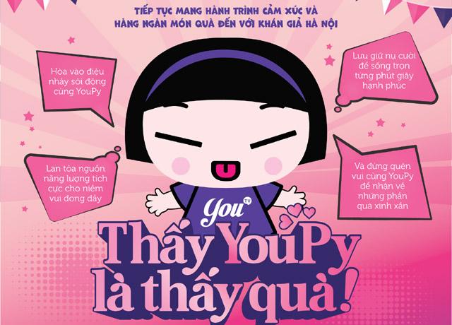 """Khán giả Hà Nội thích thú khi nhận được quà tặng bất ngờ từ bé YouPy - Đại sứ của chiến dịch """"Thấy YouPy là thấy quà"""""""