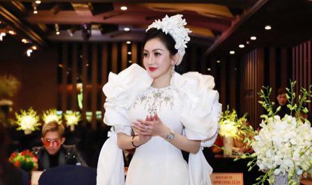 Á hậu Thanh Huyền vinh hạnh là BGK trẻ nhất của cuộc thi HH doanh nhân toàn cầu