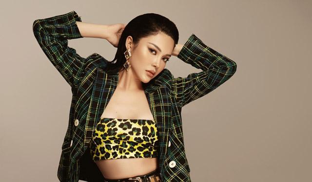 Lily Chen gợi cảm sắc lạnh với thời trang cực chất