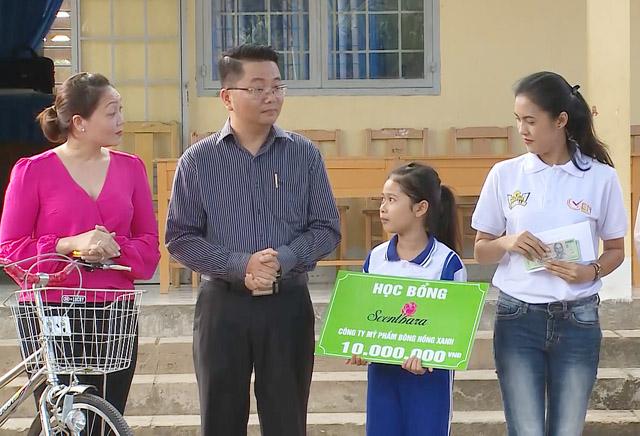 """MC Quyền Linh, cố vấn Bệnh viện Ung thư St.Stamford """"Mở Cửa Tương Lai"""" cho bệnh nhân ung thư máu"""