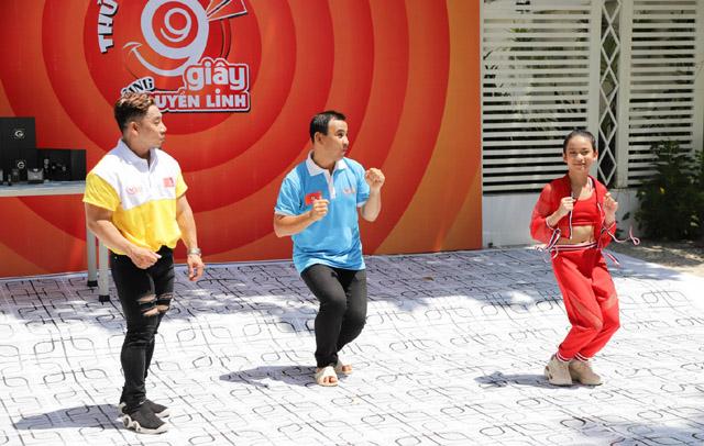 Cô bé Hanie Hân tự tin khi thách đấu nhảy với VĐV Phạm Văn Mách