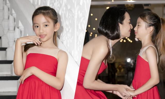Ngọc Diễm hào hứng cổ vũ con gái diễn thời trang