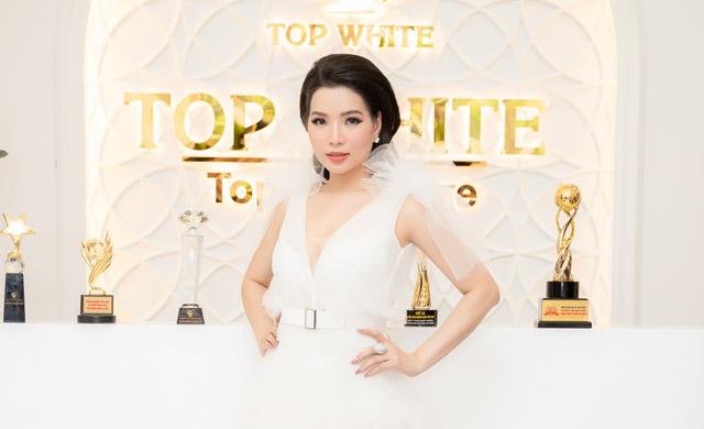 Hoa hậu doanh nhân Cao Thị Thùy Dung mặc thanh lịch trong sự kiện cuối tuần
