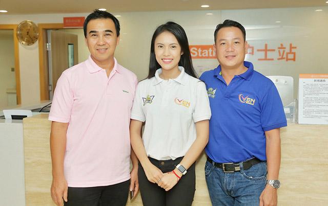 """MC Quyền Linh: """"Tôi muốn tìm hiểu kỹ thuật điều trị ung thư cho người nghèo Việt Nam"""""""