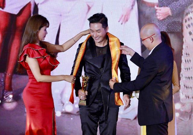 Ngọc Trinh được vinh danh Bông Hồng Quyền Lực 2019,Nam Phong nhận giải Quý Ông Hoàn Hảo 2019
