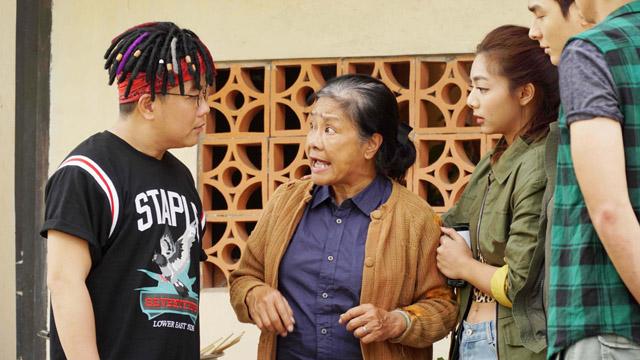 """Nghệ sĩ Tú Trinh tiết lộ bí mật khiến cả đoàn phim Lật Mặt: Nhà có khách """"nể sợ"""""""