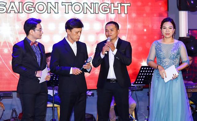 """Danh ca Tuấn Ngọc, Phương Dung """"mở hàng"""" cho sân khấu Saigon Tonight"""