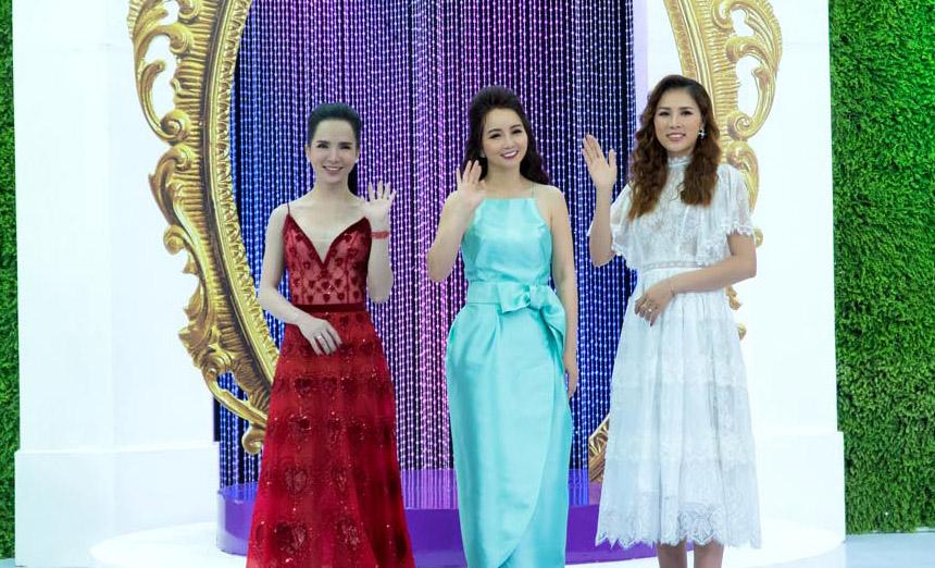 Cùng khám phá cách sử dụng nước hoa từ Hoa hậu Kim Yến và Hotgirl chuyển giới Trần Đoàn