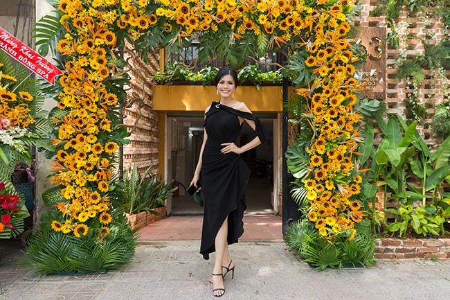 Hoa hậu Kim Nguyên khoe 3 vòng gợi cảm tại buổi khai trương chi nhánh 3 Bông spa