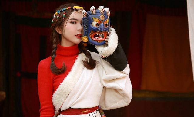 """Hoa hậu Huỳnh Vy: """"Thế giới quá rộng lớn, đi mãi vẫn không hết"""""""