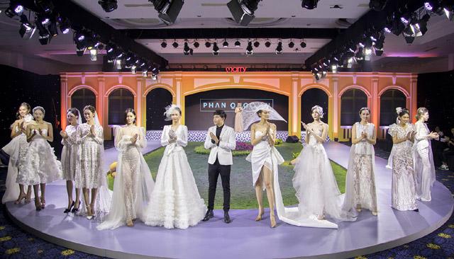 """Hoa hậu Paris Vũ làm """"quý cô"""" catwalk sang chảnh hút """"vạn ánh nhìn"""" trên sàn diễn"""