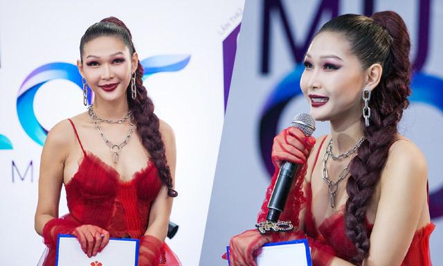 """Quán quân Fashionista 2014 khiến khán giả """"tâm phục khẩu phục"""" khi làm giám khảo ở Cây cọ vàng"""