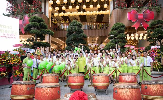 Dàn sao Việt hội tụ mừng khai trương chi nhánh mới của Ẩm Thực Trần