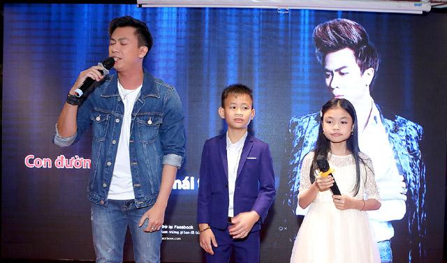 Hồ Việt Trung đón 2 Quán quân Tuyệt đỉnh song ca nhí 2019 vào Sài Gòn học hành, phát triển tài năng ca hát