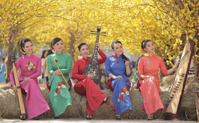 """""""Giọng ca chủ lực"""" nhóm Giao Thời: Rất tự hào và hãnh diện về nền âm nhạc dân tộc mỗi lần lưu diễn nước ngoài"""