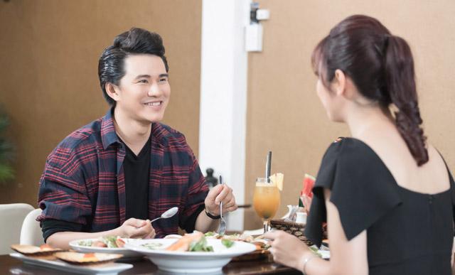 """Vũ Mạnh Cường kể """"bữa ăn ngon từ đồ thừa khách VIP"""", Jennifer Phạm xúc động mạnh"""
