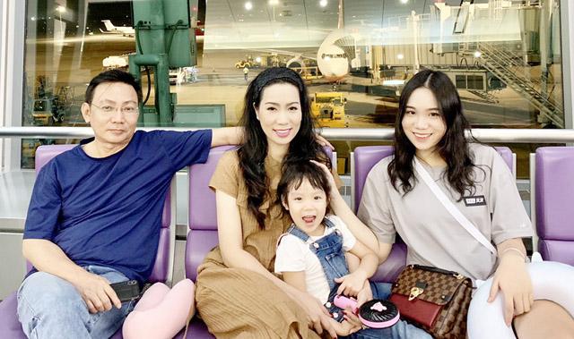 """NSƯT Trịnh Kim Chi cùng ông xã đưa """"hai công chúa"""" du ngoạn nghỉ dưỡng ở xứ sở Kim chi"""