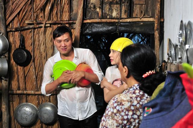 Quách Ngọc Tuyên mang lại nụ cười cho người phụ nữ nghèo