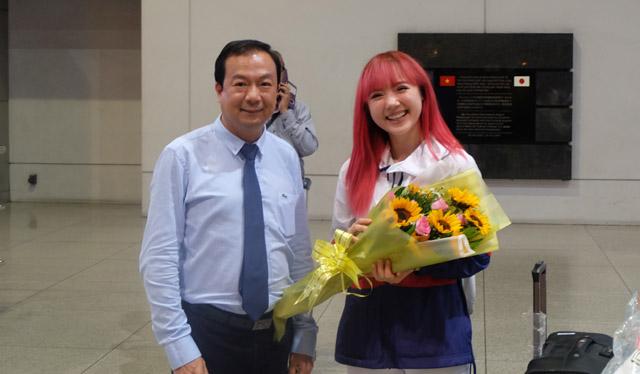 """""""Bông hồng lai"""" Thái Lan Jannine Weigel """"hớp hồn"""" fan Việt bởi vẻ ngoài thân thiện và đáng yêu"""