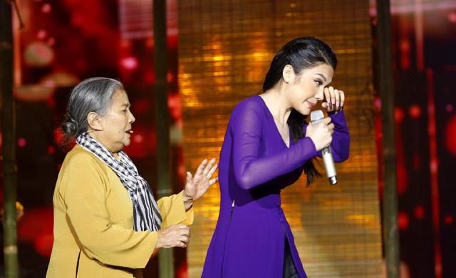 """Mỹ nhân """"Tình Bolero 2019"""" Lily Chen bật khóc trên sân khấu khi hát về mẹ"""
