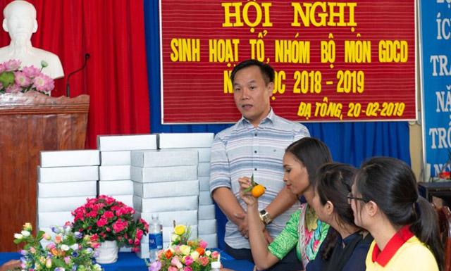 NTK Việt Hùng và H' Ăng Niê nặng tình cùng Dự án Đại sứ áo dài Việt Nam