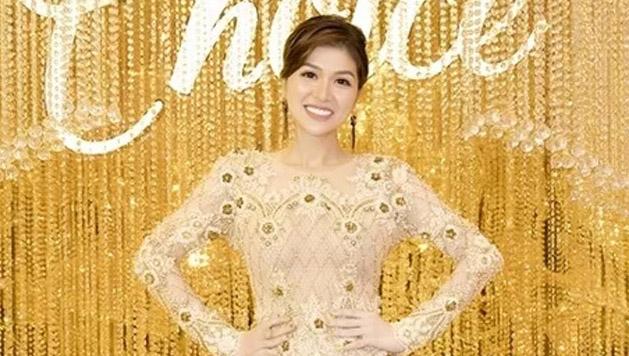 Hoa hậu - nữ hoàng sắc đẹp thế giới Maria Hồ Oanh Yến làm mới lại bộ trang phục H'hen Niê từng mặc