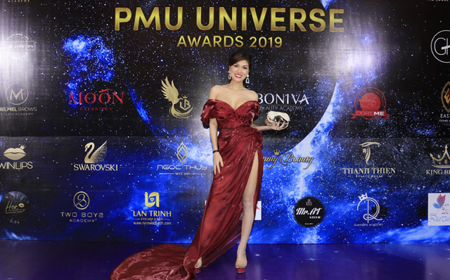 Nữ hoàng sắc đẹp thế giới Maria Hồ Oanh Yến nhận bằng Master Class cho ngành làm đẹp