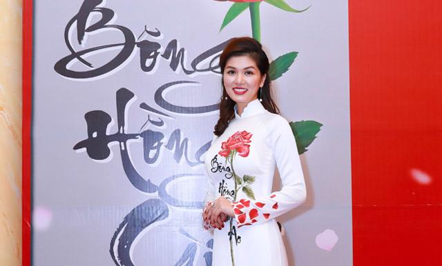 """Nữ hoàng Maria Hồ Oanh Yến nổi bật khi làm vedette trong chương trình """"Ơn nghĩa sinh thành"""""""